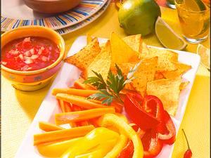 Nachos und Gemüse mit zweierlei Dips Rezept