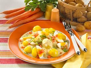 Neue Kartoffeln mit Eierragout Rezept