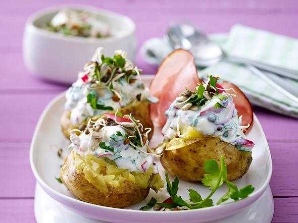 Neue Kartoffeln mit Feta-Sprossen-Joghurt Rezept