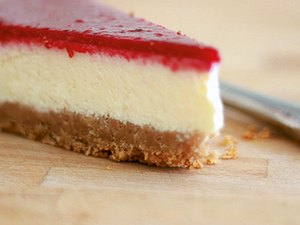 New York Cheesecake mit Himbeerspiegel Rezept