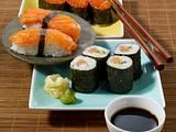 Nigiri-Sushi mit Ikura (Handgeformte Reisbällchen mit Lachsrogen) Rezept