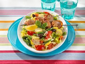 Nizza-Salat mit Filetspießen Rezept