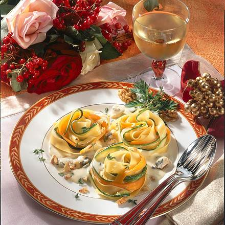 Nudel-Nester mit Wallnuss-Käse-Soße Rezept