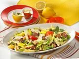 Nudel-Salat mit Hackbällchen Rezept