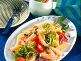 Nudel-Tomaten-Salat mit Basilikum-Vinaigrette Rezept