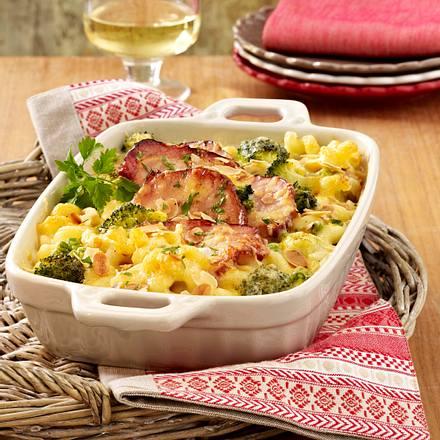 Nudelauflauf mit Kasseler, Käserahm, Erbsen und Brokkoli Rezept