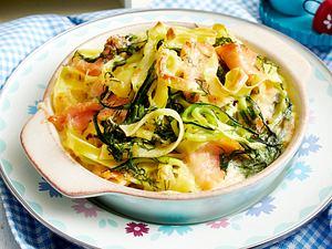 Nudelauflauf mit Lachs und Zucchini Rezept