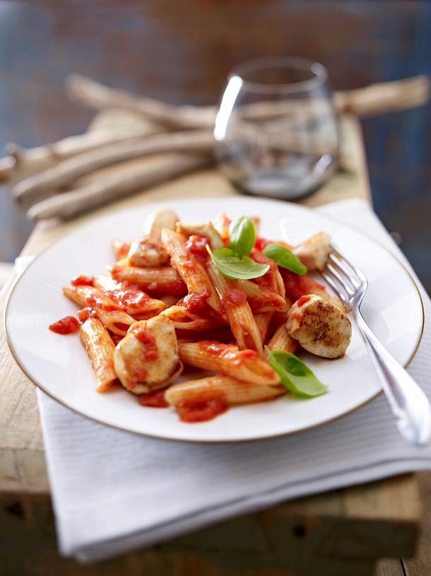 Nudeln in Tomatensoße mit Hähnchennuggets Rezept