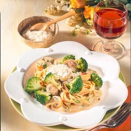 Nudeln mit Broccoli-Pilz-Soße Rezept