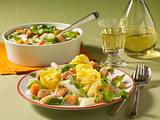 Nudeln mit Gemüse-Ragout und Brätbällchen Rezept
