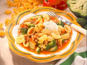 Nudeln mit Hack-Gemüsesoße Rezept