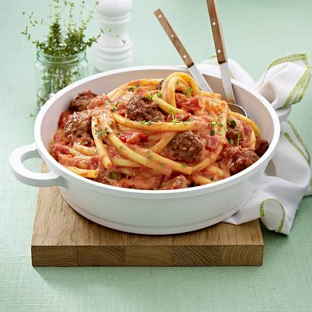 Nudeln mit Hackbällchen und Ricotta-Tomatensoße Rezept