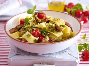 Nudeln mit Pesto-Weißbrot-Brösel Rezept
