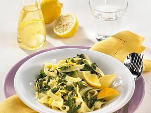 Nudeln mit Spinat in Zitronensoße Rezept
