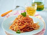 Nudeln mit Tomatensoße und Hackbällchen Rezept