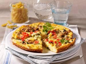 Nudelomelett mit Zucchini und Champignons Rezept