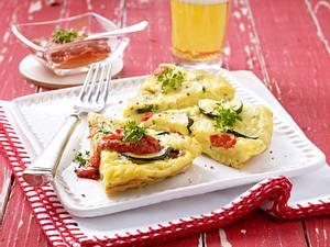 Nudelomelette mit Kirschtomaten und Zucchini Rezept