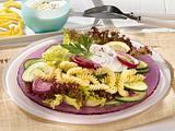 Nudelsalat mit Gurke und Zwiebel Rezept