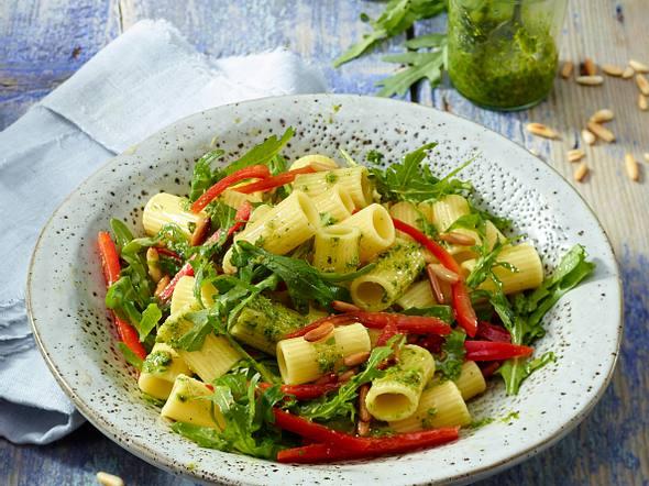 Nudelsalat mit Rauke-Pesto Rezept