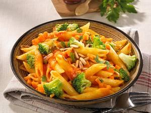 Nudelsalat mit Tomaten-Möhrensoße Rezept