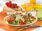 Nudelsalat mit Tomaten und Schinken Rezept
