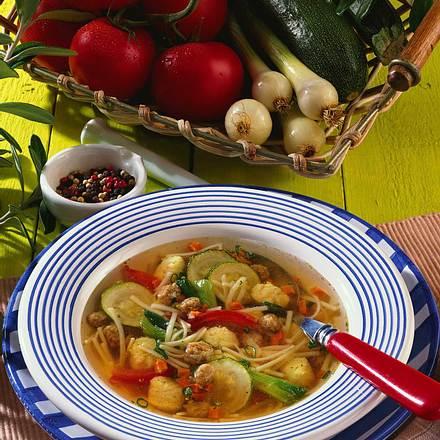 Nudelsuppe mit Klößchen und Gemüse Rezept