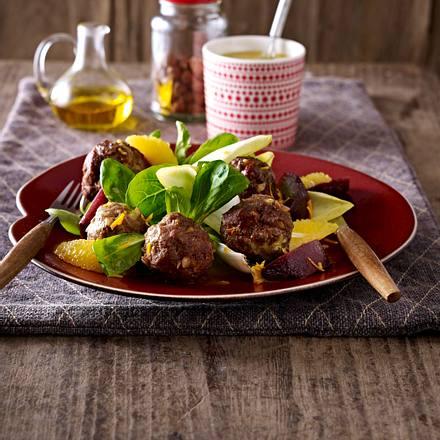Nussige Hackbällchen mit Winter-Salat Rezept