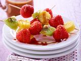Obst-Spieße mit Karamellsoße Rezept