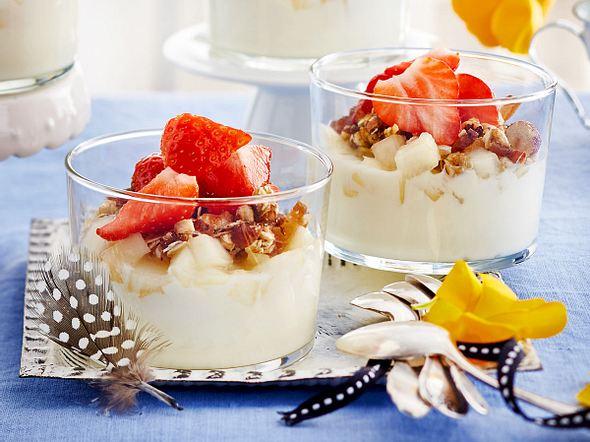 Obstjoghurt mit kernigem DIY-Müsli Rezept