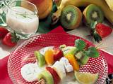 Obstspieße mit Joghurt-Zitronen-Soße Rezept