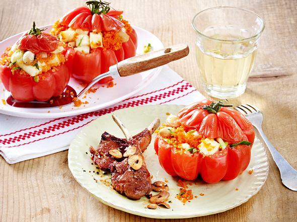 Ochsenherz-Tomaten mit Halloumi-Couscous und Lammkoteletts Rezept
