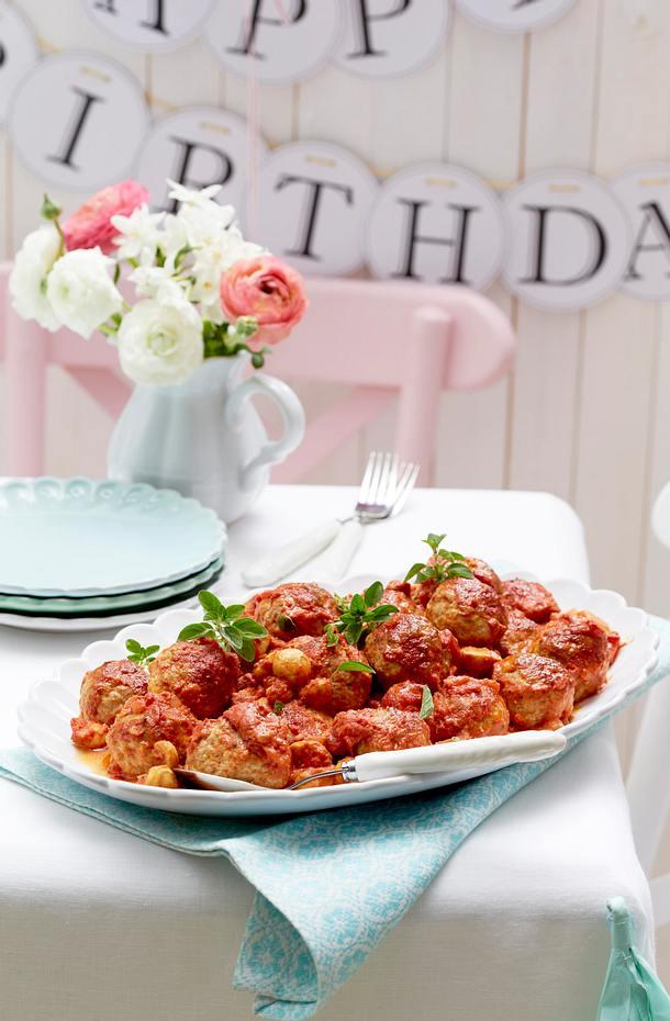 ofen k ttbullar in tomaten champignon rahm rezept lecker. Black Bedroom Furniture Sets. Home Design Ideas