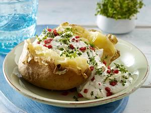 Ofenkartoffel mit Kresse-Käsecreme und Schinkenwürfeln Rezept