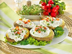 Ofenkartoffeln mit Gemüse und Kräuterquark Rezept