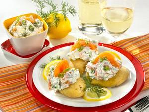 Ofenkartoffeln mit Lachs und Crème fraîche  Rezept