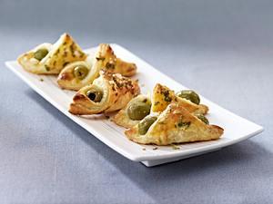 Oliven-Blätterteigtaschen Rezept