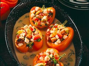 Orange Paprikaschoten mit Schafskäse-Gemüsefüllung Rezept