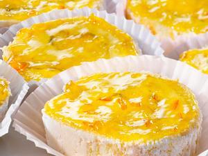 Orangen-Biskuit-Schnecken Rezept