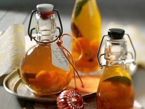 Orangenlikör mit Kumquats und Zimt Rezept
