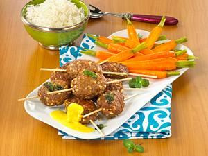Orientalische Frikadellen mit Karamell-Möhren und Currysoße Rezept
