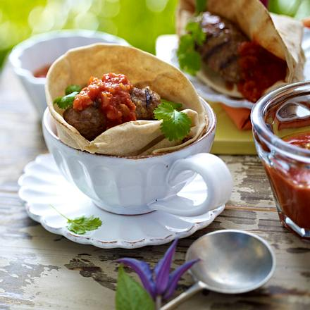 Orientalische Hackröllchen mit Dattel-Tomaten-Soße Rezept