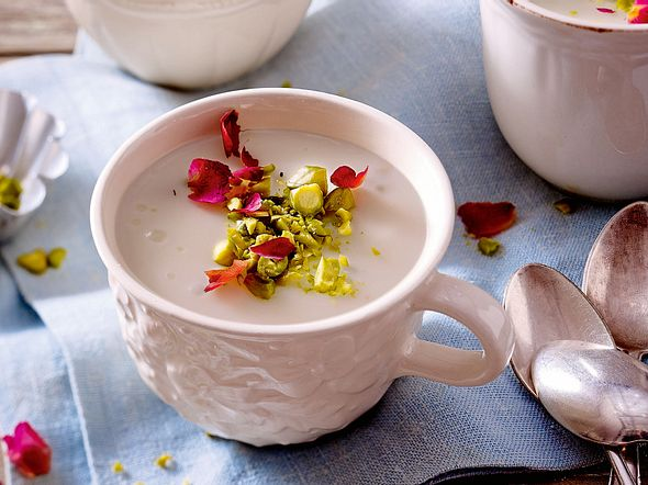 Orientalischer Mandelpudding mit Rosenblüten Rezept
