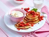 Pancakes mit Eierlikörcreme und Erdbeer-Minz-Tatar Rezept