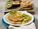 Pancakes mit Ricotta zu Kiwi-Kompott Rezept