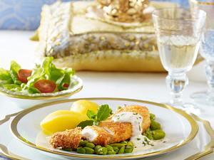 Panierte Hähnchenfilets in Minz-Cremesoße mit dicken Bohnen und Salat (royales Dinner) Rezept