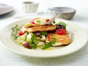 Panierter Fetakäse auf Salat Rezept