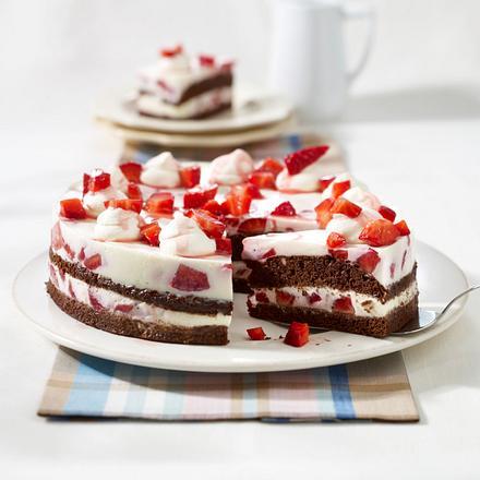 Panna cotta-Torte mit Erdbeeren Rezept
