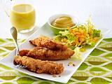 Parmesan-Hähnchensticks mit Honig-Senf und Frisée-Möhren-Salat Rezept