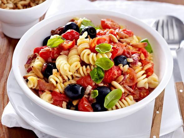 Pasta mit Kirschtomaten und Oliven Rezept