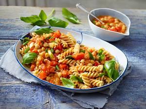 Pasta mit Paprika-Sugo und Kichererbsen Rezept